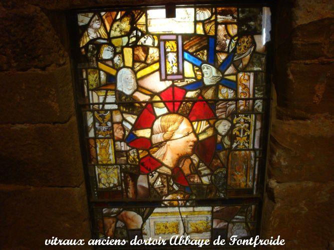 02 vitraux dortoir abbaye Fontfroide