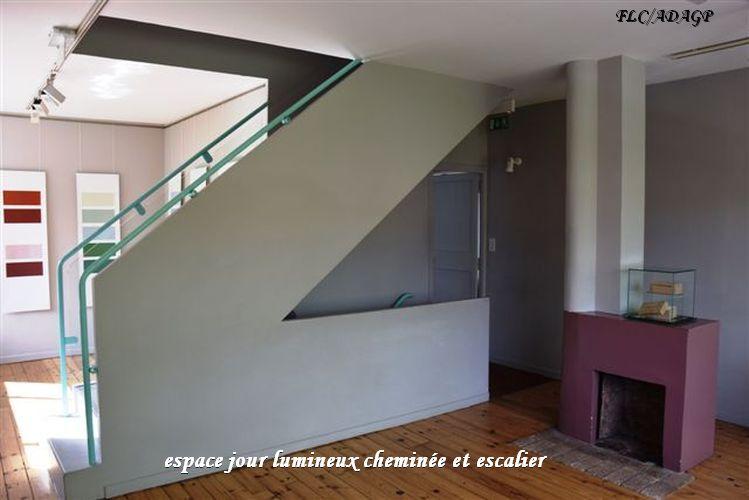 15 espace jour-cheminee-escalier