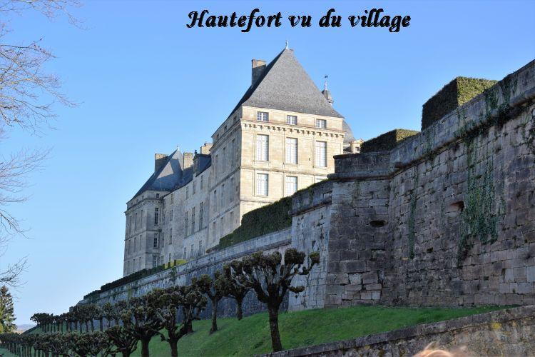 005 Hautefort vu du village