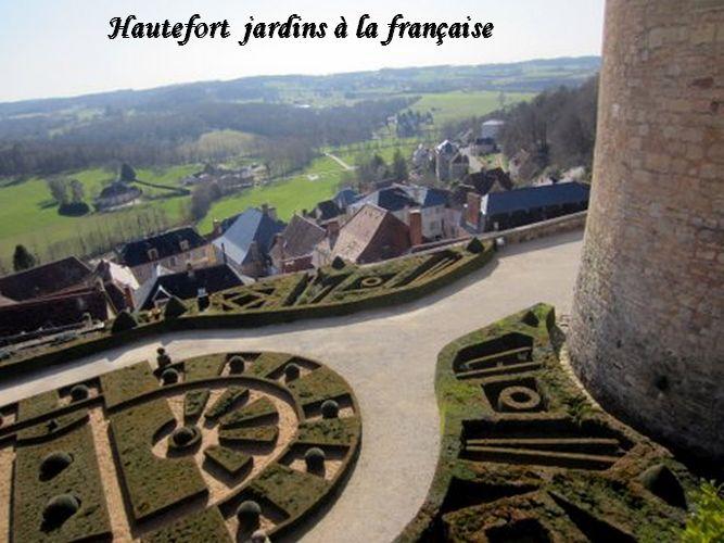 Les jardons , le village d'hautefort et la vallée