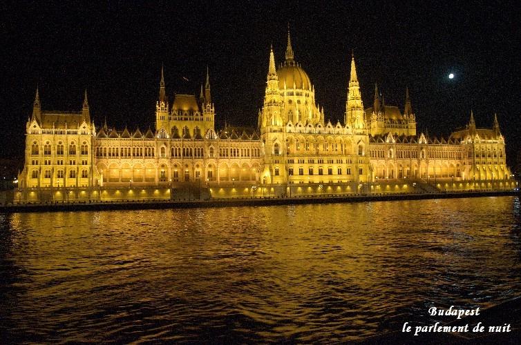 budapest-le-parlement-la-nuit