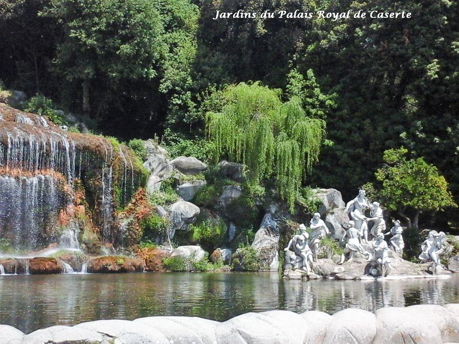 12 jardins palais royal Caserte