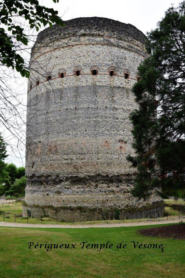 18 Temple de Vésone