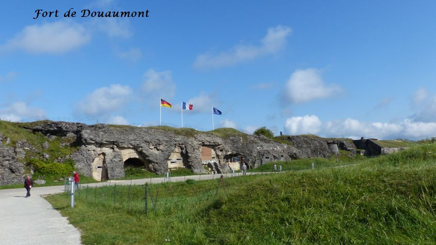 10P1050362 fort de Douaumont (8)