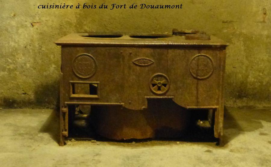 18 P1050422la cuisinière à bois (11)