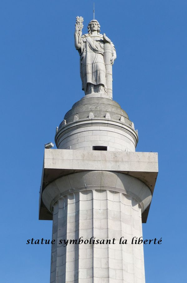38 P1050604 statue symbolisant la Liberté