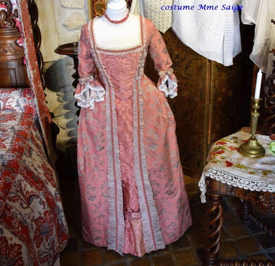 028 costume Mme Saige