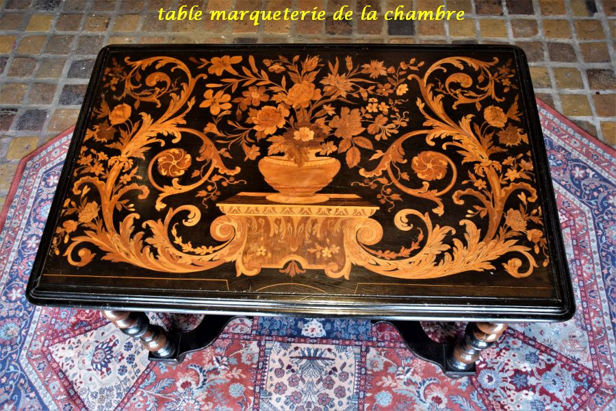 029 table marqueterie
