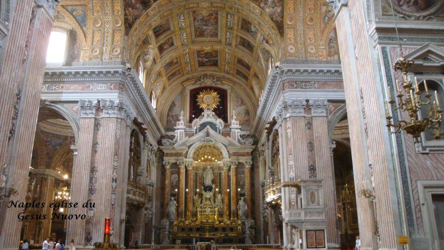 04 Naples église Gesus Nuevo