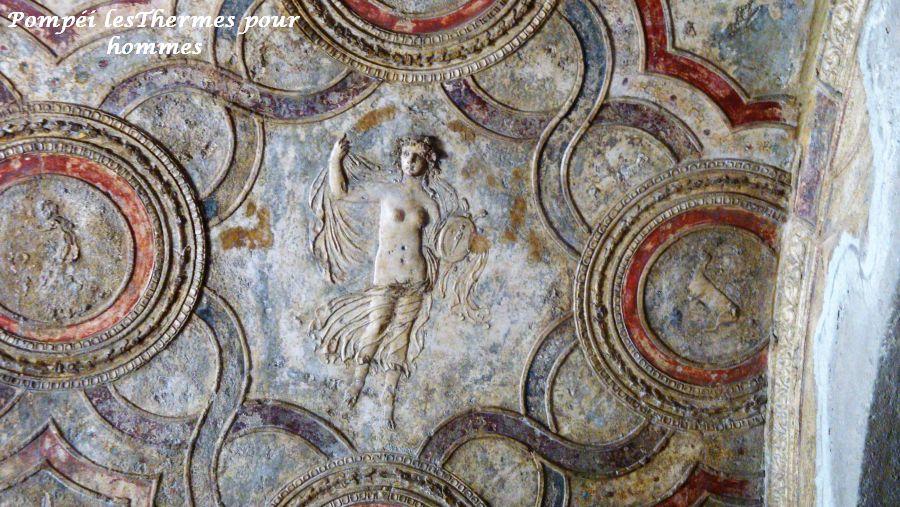 20 Pompéi thermes sculptures sur mur